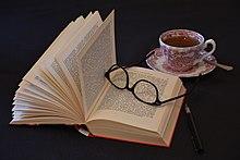 Buch - Lesen - Lektüre - Brille - Tasse Tee.jpg