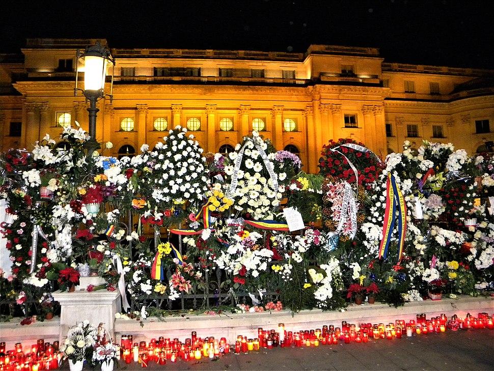 Bucuresti, Romania. Candele si flori pentru Regele Mihai I. Ultimul nostru Rege. 14 Decembrie 2017. (3)