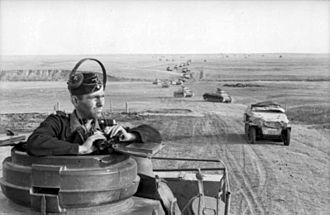 A column of tanks and other armoured vehicles of the Panzerwaffe near Stalingrad, 1942 Bundesarchiv Bild 101I-218-0510-22, Russland-Sud, Panzersoldat.jpg