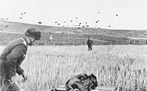 Battle of Crete - Image: Bundesarchiv Bild 141 0864, Kreta, Landung von Fallschirmjägern