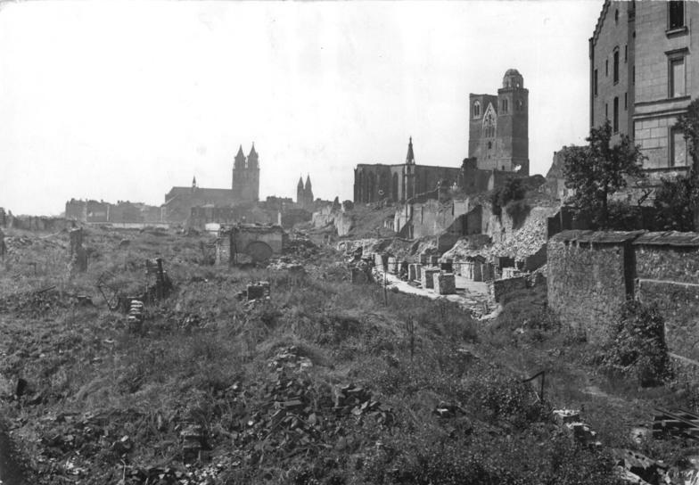 Bundesarchiv Bild 183-14898-0002, Magdeburg, Blick auf die zerstörte Altstadt