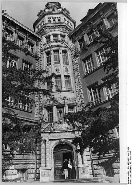 file bundesarchiv bild 183 1987 0415 301 berlin pankow. Black Bedroom Furniture Sets. Home Design Ideas