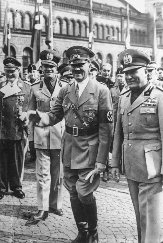 Bundesarchiv Bild 183-H12940, Münchener Abkommen, Ankunft Mussolini, Hitler