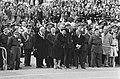 Burgemeester Samkalden, minister-president Den Uyl, koningin Juliana en prins Be, Bestanddeelnr 927-9113.jpg