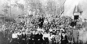 Romanian Volunteer Corps in Russia - Romanian soldiers receiving visitors in Darnytsia, 1917