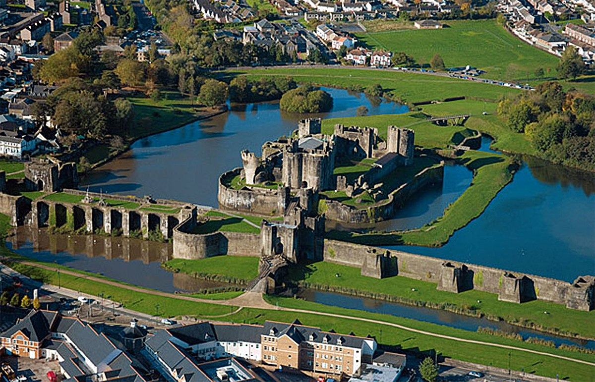 1200px Caerphilly_aerial