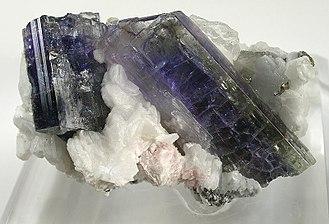 Tanzanite - Image: Calcite Zoisite denv 08 08a