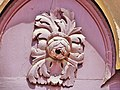 Calmoutier. Sculpture sur la porte de l'église.jpg