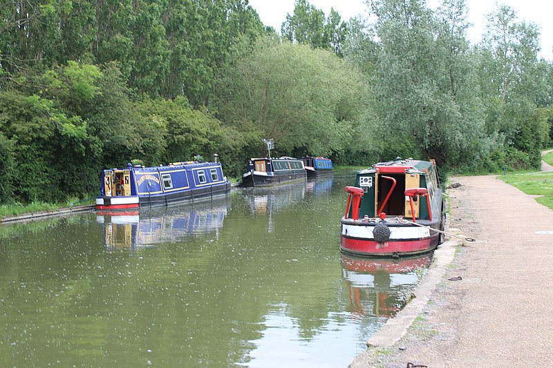File:Campbell Park, UK - panoramio.jpg