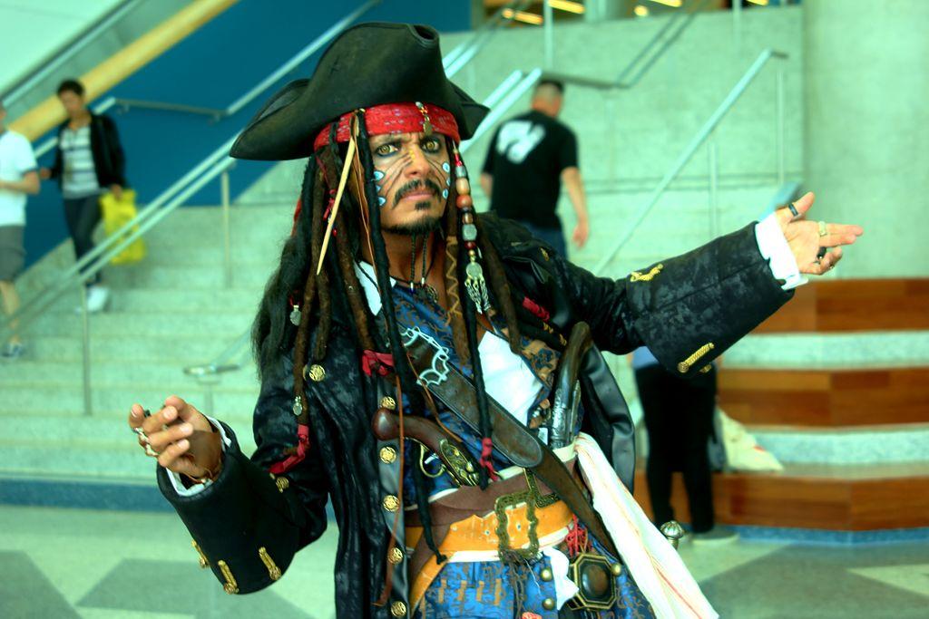 Jack Sparrow's imitator 3CC BY-SA 2.0
