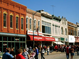 Carthage, Missouri - Stores around the Courthouse square
