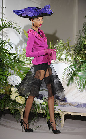 English: Model Chanel Iman on the runway durin...