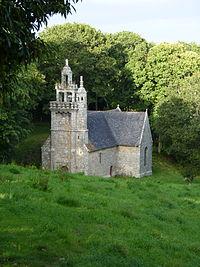 Chapelle Saint-Luvan de Plounévez-Moëdec.JPG