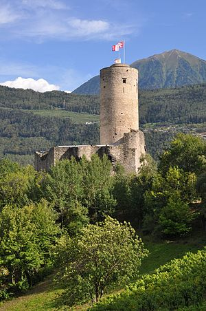La Bâtiaz Castle - Image: Chateau de la batiaz
