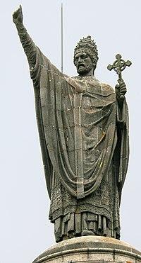 Statue d'Urbain II sur la place de Châtillon-sur-Marne.