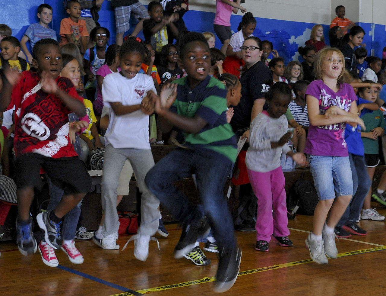 File:Children dancing to Gangnam Style.jpg - Wikimedia Commons