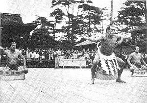 Chiyonoyama Masanobu - Chiyonoyama performs the yokozuna dohyo-iri at the Meiji Shrine in June 1951, shortly after his promotion.