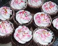 http://upload.wikimedia.org/wikipedia/commons/thumb/4/4e/Chocomoistcupcakesbymarvelcakes.jpg/200px-Chocomoistcupcakesbymarvelcakes.jpg