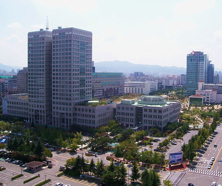 Dosiero:City Hall Daejeon.jpg
