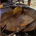 Collectie Nationaal Museum van Wereldculturen TM-20029740 Indampende aloe in een pan Bonaire Boy Lawson (Fotograaf).jpg