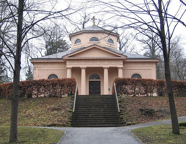 Княжеская усыпальница на веймарском кладбище, где похоронен Гёте и установлен пустой гроб Шиллера