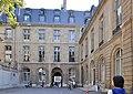Courtyard of Hôtel de Bourvallais 003.JPG