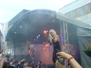 Crashdïet - Image: Crashdiet at Peace and Love festival 2007