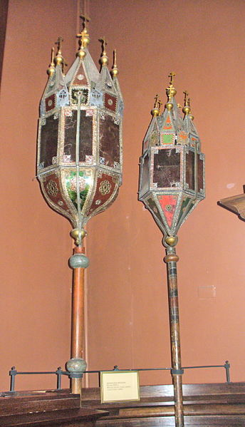 Berkas:Cross procession lanterns 2.jpg