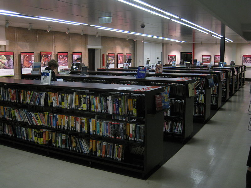 File:Customs House Library book shelves.jpg