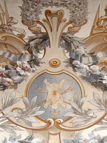 Décor de la salle des fêtes de l'hôtel de ville de Sens symbolisant les activités des tanneurs.