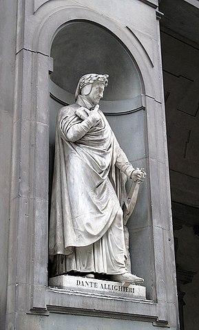 Данте на фасаде галереи Уффици
