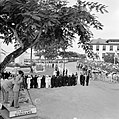 De koninklijke stoet op weg naar het Monument voor de gevallenen. Op de voorgron, Bestanddeelnr 252-4247.jpg