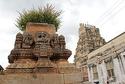 Decorative stone pot and gopura in the background at Sri Ranganathaswamy temple at Srirangapatna.jpg