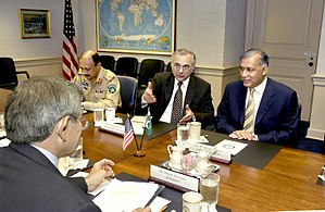 Shaukat Aziz - Aziz engaging in discussions with American officials.