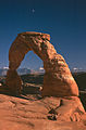 Delicate Arch (3679555592).jpg