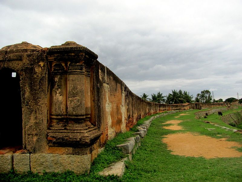 File:Devanahalli Fort view from side.jpg