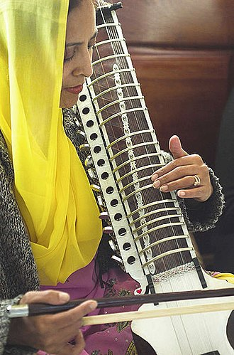 Sikh music - Image: Dilruba woman