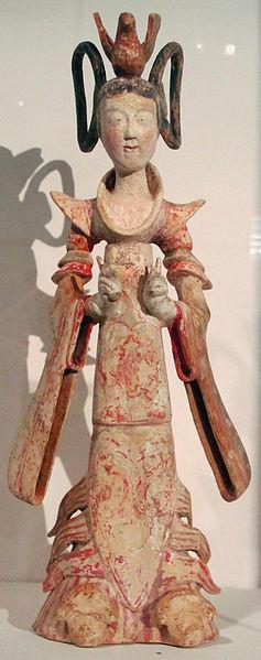 File:Dinastia tang, danzatrice con vestito di piume e gonna ad arcobaleno, cina del nord, 710 ca. 02.JPG