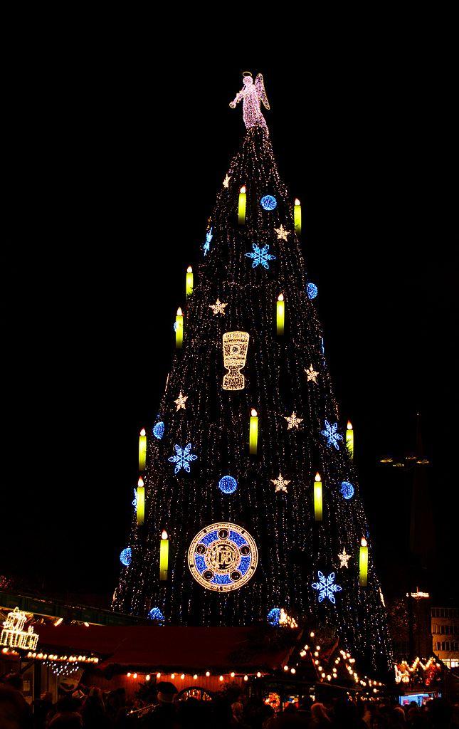 Bvb Weihnachtsbaum.Datei Dortmund Bvb Christmas Tree 2012 Jpg Wikipedia