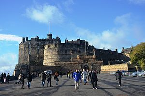 Edinburgh Castle (10629868643).jpg