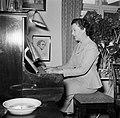 Ella Hedtoft zittend achter een piano, Bestanddeelnr 252-8980.jpg