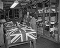 Engelse vlaggenproduktie ivm het aanstaand Engels Koninklijk bezoek, Bestanddeelnr 909-3082.jpg