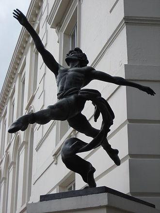 "David Wall (dancer) - Sculpture ""Jete"" by Enzo Plazzotta based on David Wall"