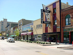English: Street scene in downtown Fargo, North...