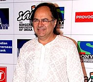 Farooq Sheikh at Mirchi Music Awards 2011.jpg