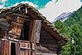 Fensterläden eines Holzhauses in Zermatt - panoramio.jpg