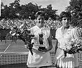 Finales tennis te Hilversum, mejuffrouw M Smith (links versloeg mejuffrouw M B, Bestanddeelnr 916-6822.jpg