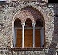 Finestra medievale Ventimiglia.jpg