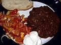 Flickr - cyclonebill - Chili con carne med salat, brød og creme fraiche.jpg