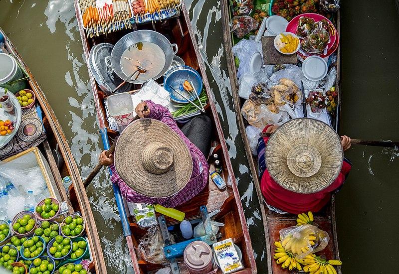 Floating market Thailand.jpg